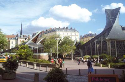 La piazza del Mercato Vecchio di Rouen dove Giovanna d'Arco fu bruciata sul rogo